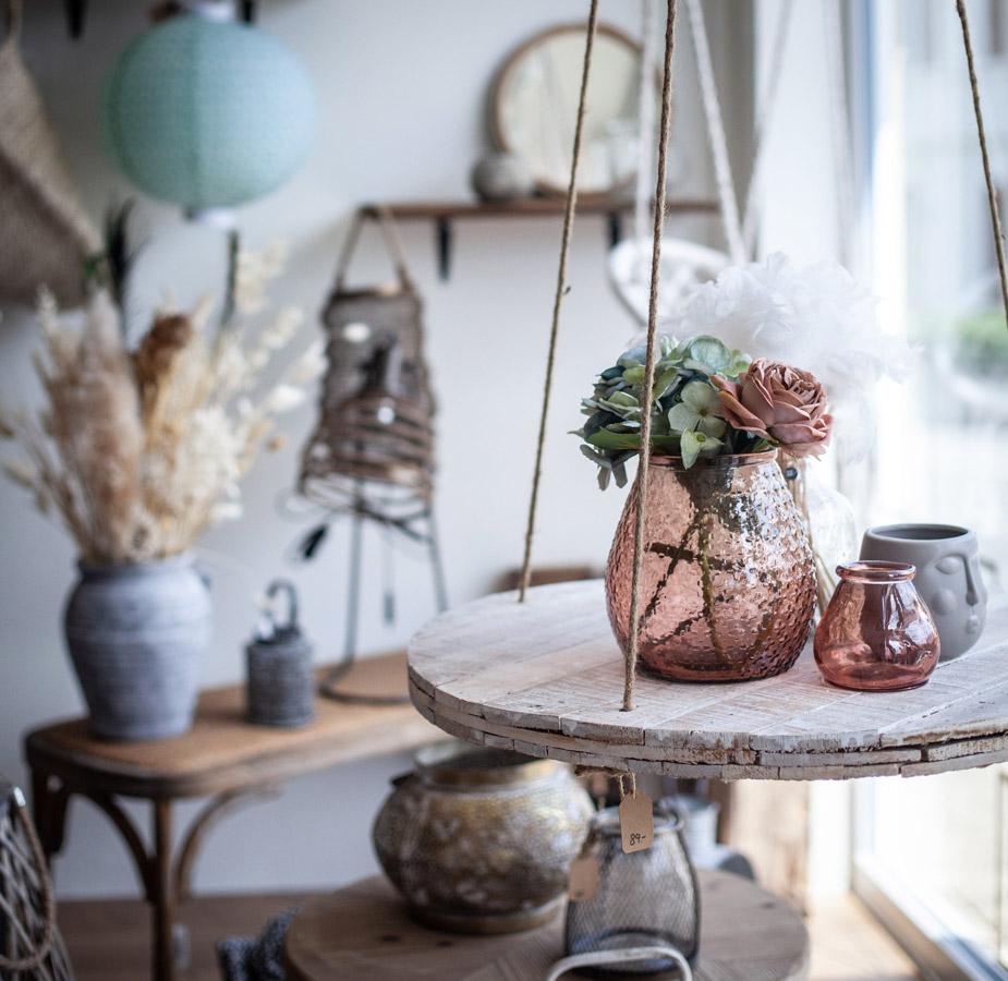 Vase, lanternes, boutique de décoration, boutique cadeaux, bougies, bijoux, peinture Chalk Paint® Annie Sloan, produits artisanaux, boutique colombier, accompagnement shopping, décoration d'intérieur Neuchâtel